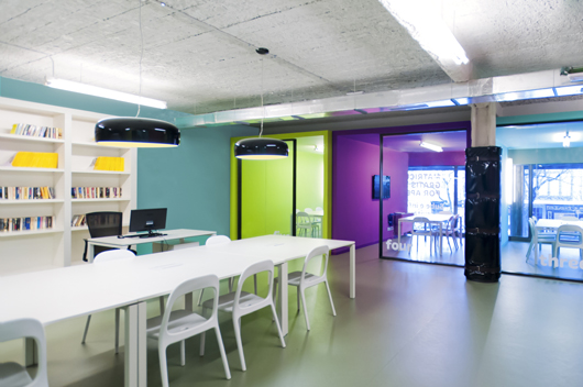 Light And Color Define The New English School What 39 S Up In Barcelona Designed By Isabel L Pez