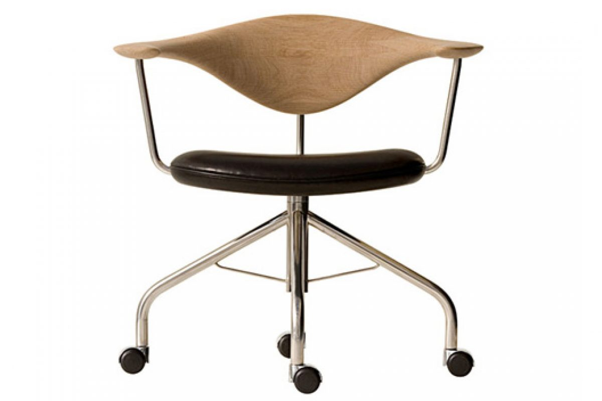 The Swivel Chair designed by Hans Wegner for PP Møbler. A classic design in production