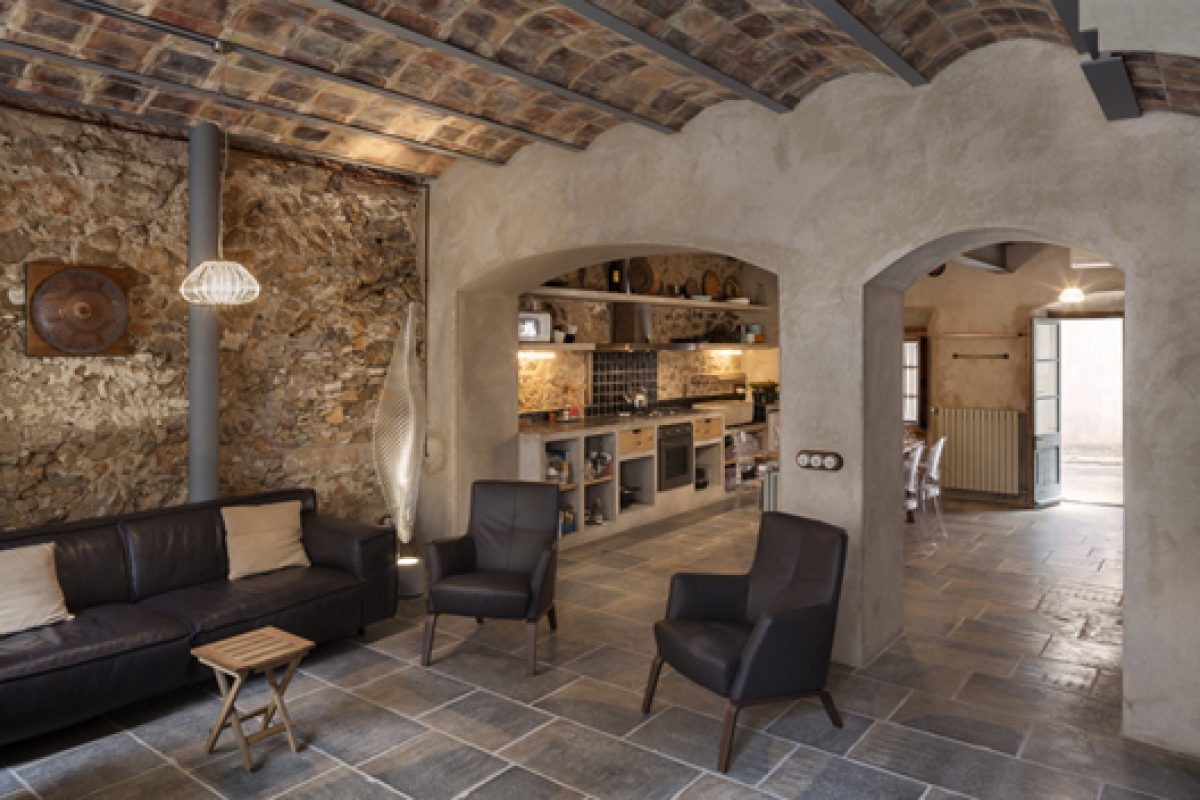 Architect Guim Costa Calsamiglia transforms an old fisherman house in L'Escala caring for heritage
