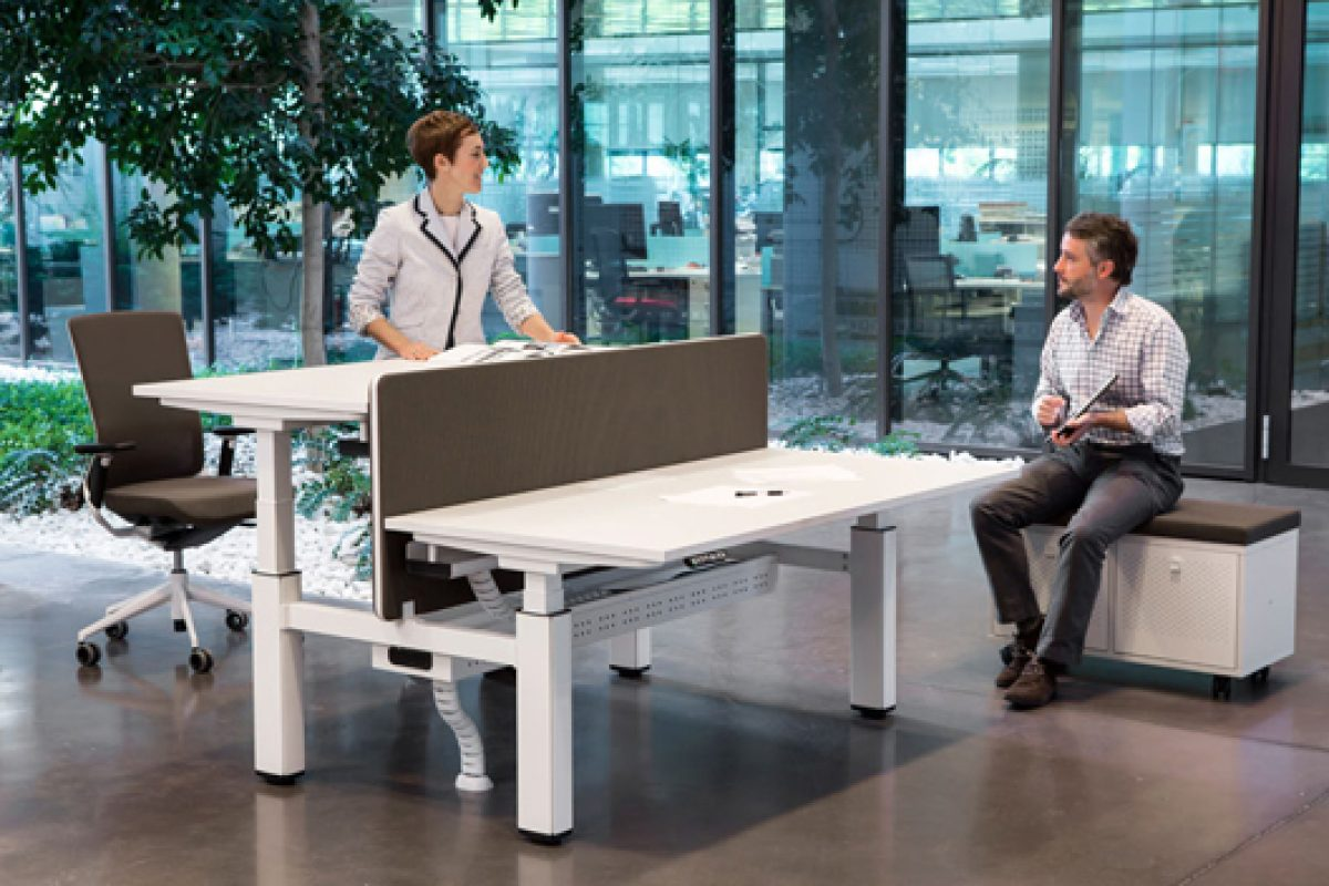 Mobility by Actiu, an elevating desk inspired for Architects