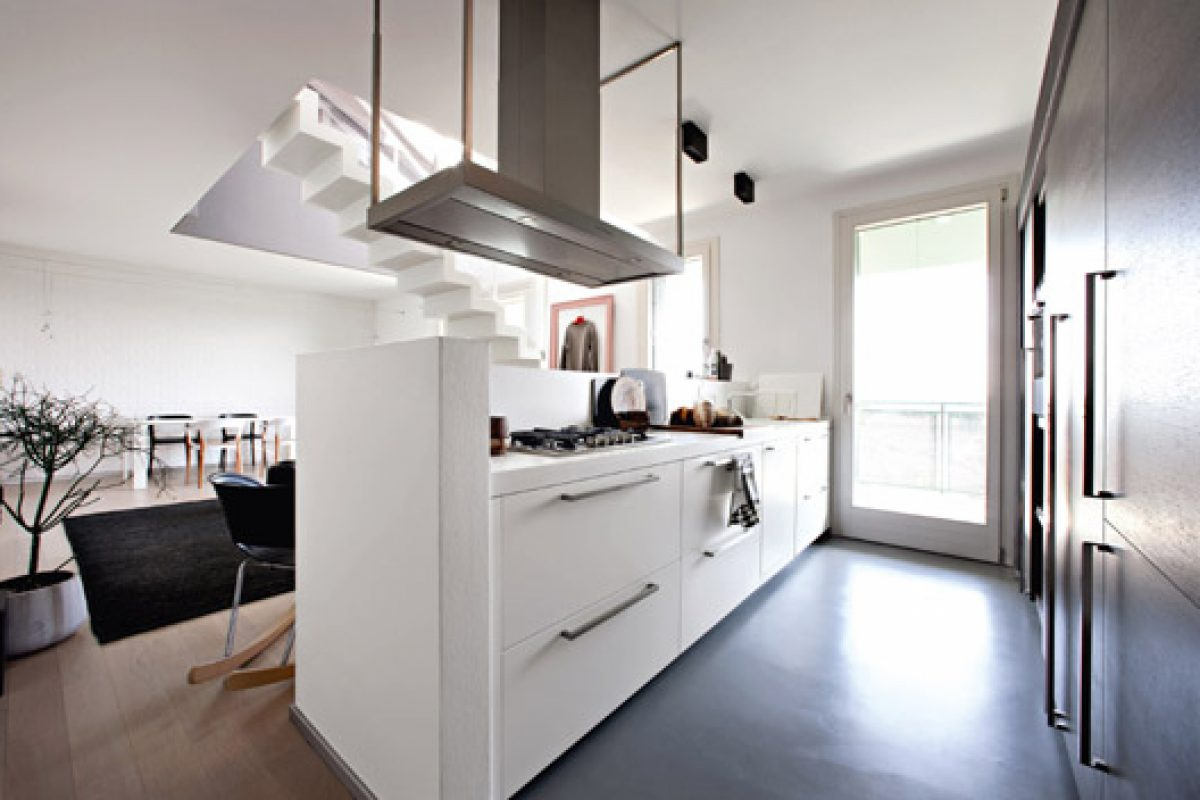 The versatility of Key Cucine kitchens tested in this two level apartment