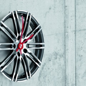 Porsche icons for the home: wall clock made from 20-inch 911 turbo rims