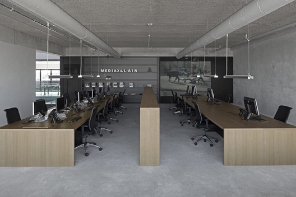 "i29 interior architects and VMX Architects design the new workplace ""office 05"" for MediaXplain"