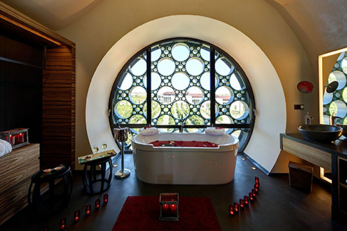 Cava & Hotel Mas Tinell, a singular architecture, an elegant interior design and a unique experience for the senses