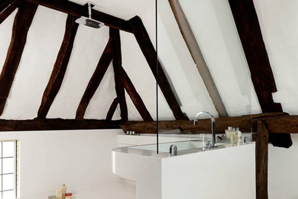 HI-MACS® rises to the challenge for this barn conversion wet-room in the project executed by Solidity