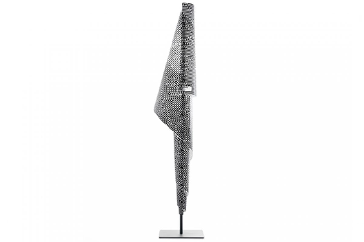 Cristian Zuzunaga customizes the Alta Costura lamp by Metalarte. A limited edition of 25 numbered and signed pieces