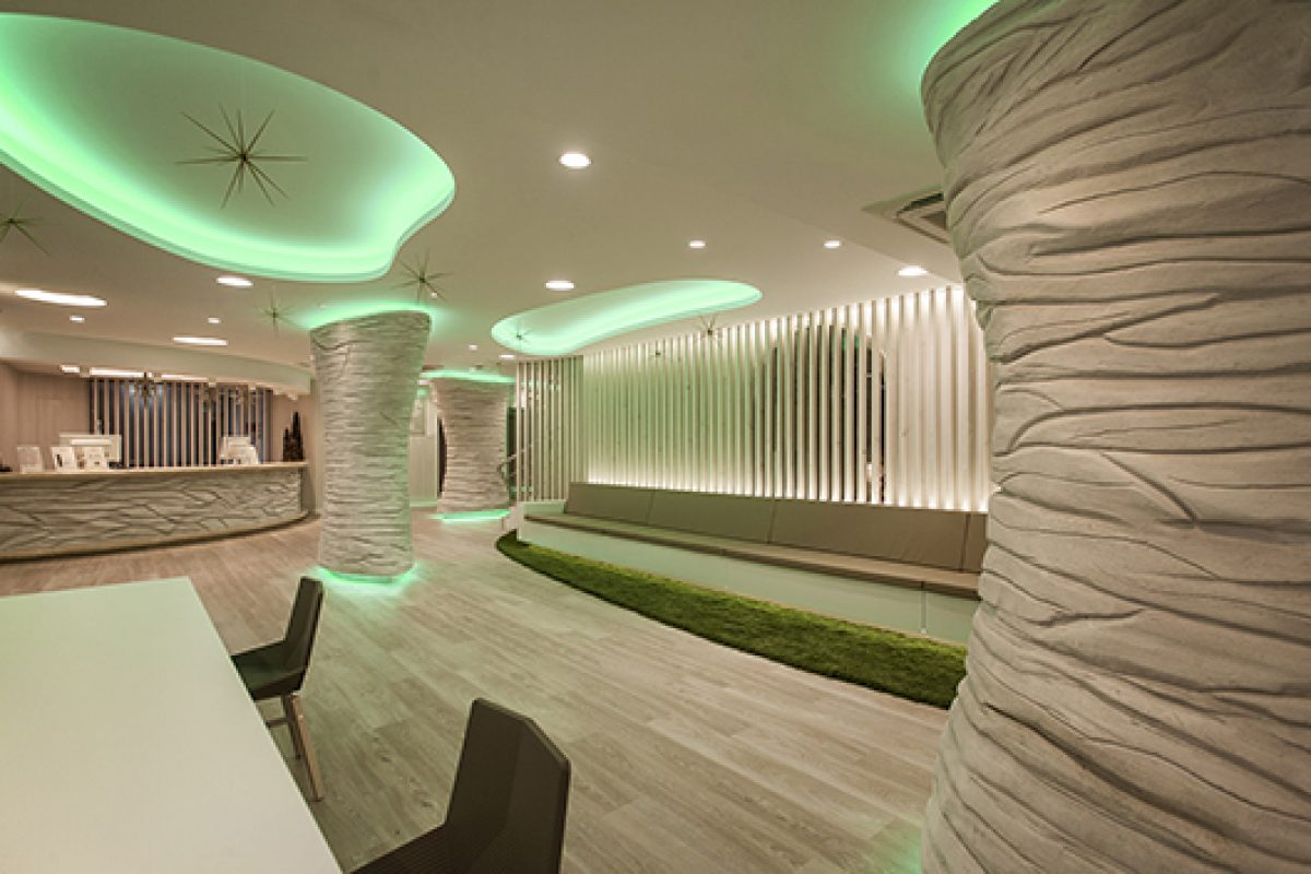 Ambassador II Hotel in Benidorm, a cutting edge and cozy reception at once designed by Oscar Vidal