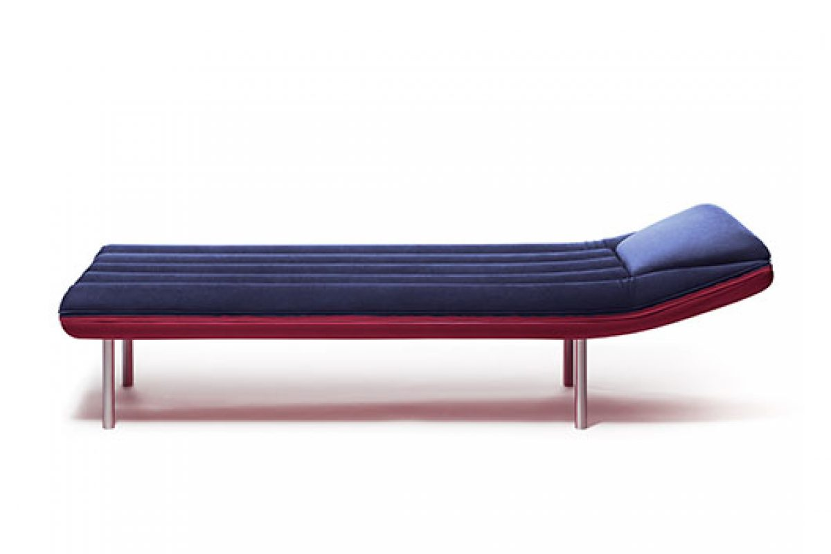 Beach air mattresses of 70s inspire Emanuele Magini to design Blow, the daybed of Gufram