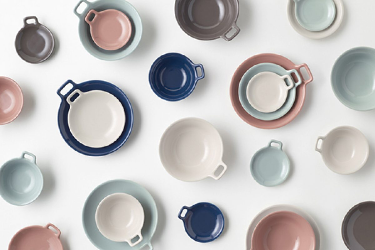 "Nendo designed the new tableware with handles, ""totte-plate"", for by 