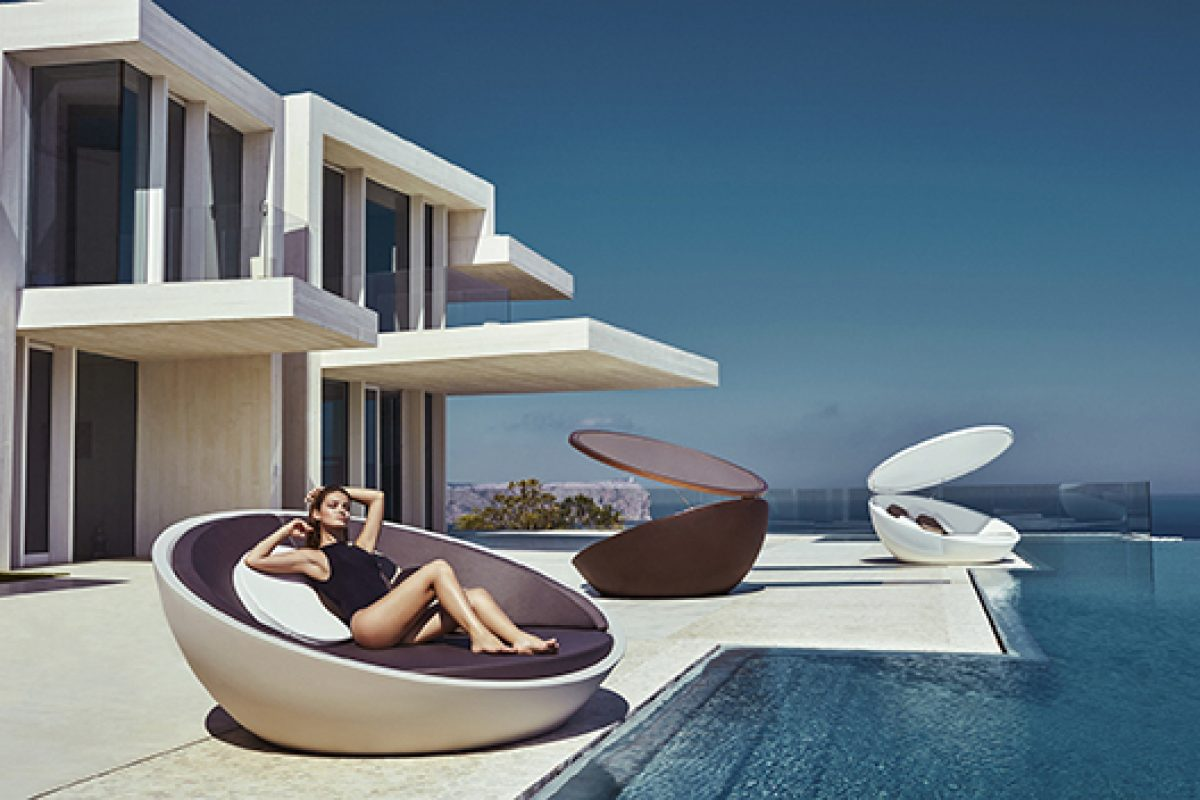 Ulm Daybed designed by Ramón Esteve for Vondom, winner of BOY Award