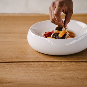 Lagranja designs for Sargadelos a new crockery concept in collaboration with chef Nandu Jubany