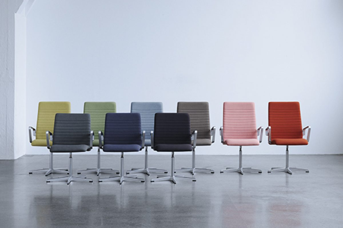 Oxford™ by Fritz Hansen, a remake of a classic designed by Arne Jacobsen in 1965