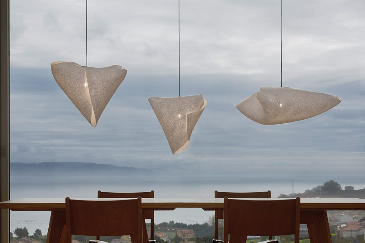 Arturo Alvarez and Hector Serrano join together to design Ballet, a flexible and fickle lamp