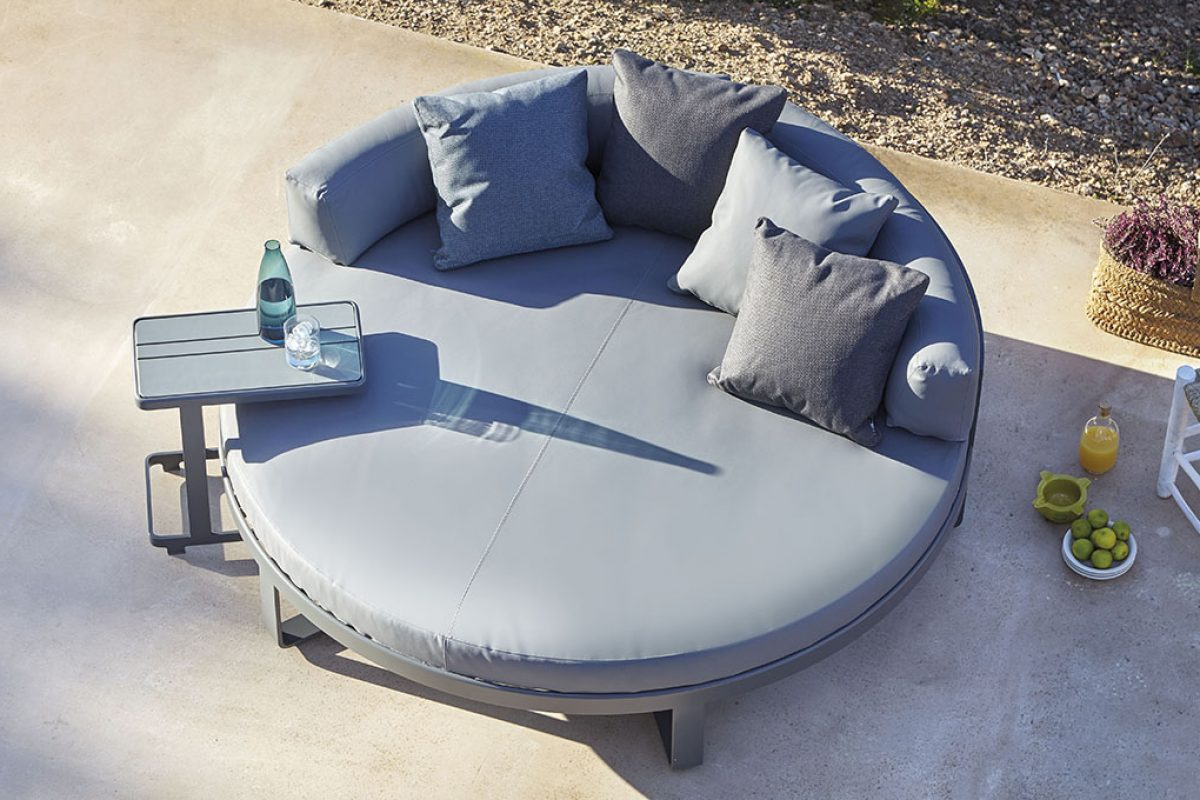 Chill day bed by Mario Ruiz for Gandiablasco. Novelty 2016 of the famous Flat collection