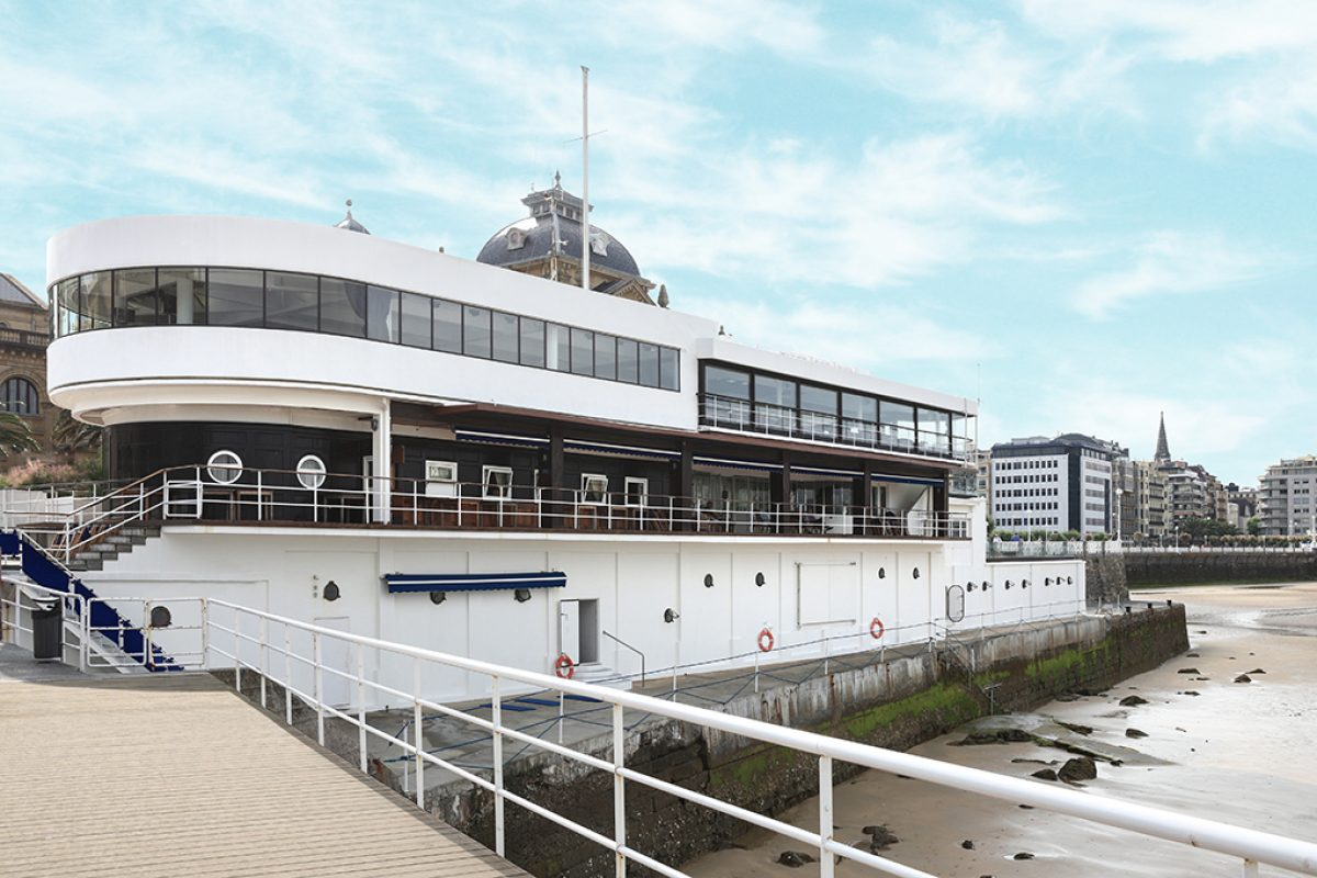 Stua furnished the restored Royal Yacht Club in San Sebastián, rationalist icon, now Gu headquarters