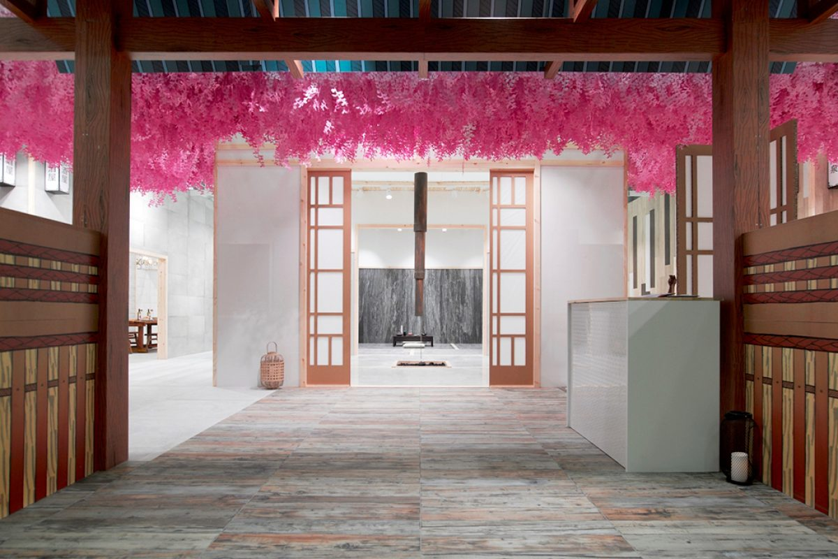 Empaperart projects the Japanese Universe with of Peronda Group with paper art in Cersaie 2016