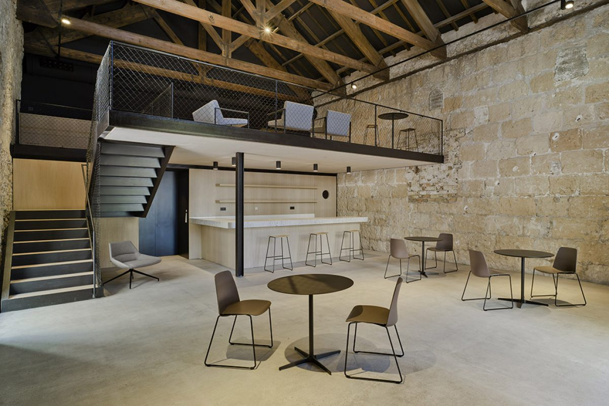 Inclass at new Posito Pesquero restaurant. Refurbishment of the former fisherman's guild of Santa Pola (Alicante) by Arn arquitectos