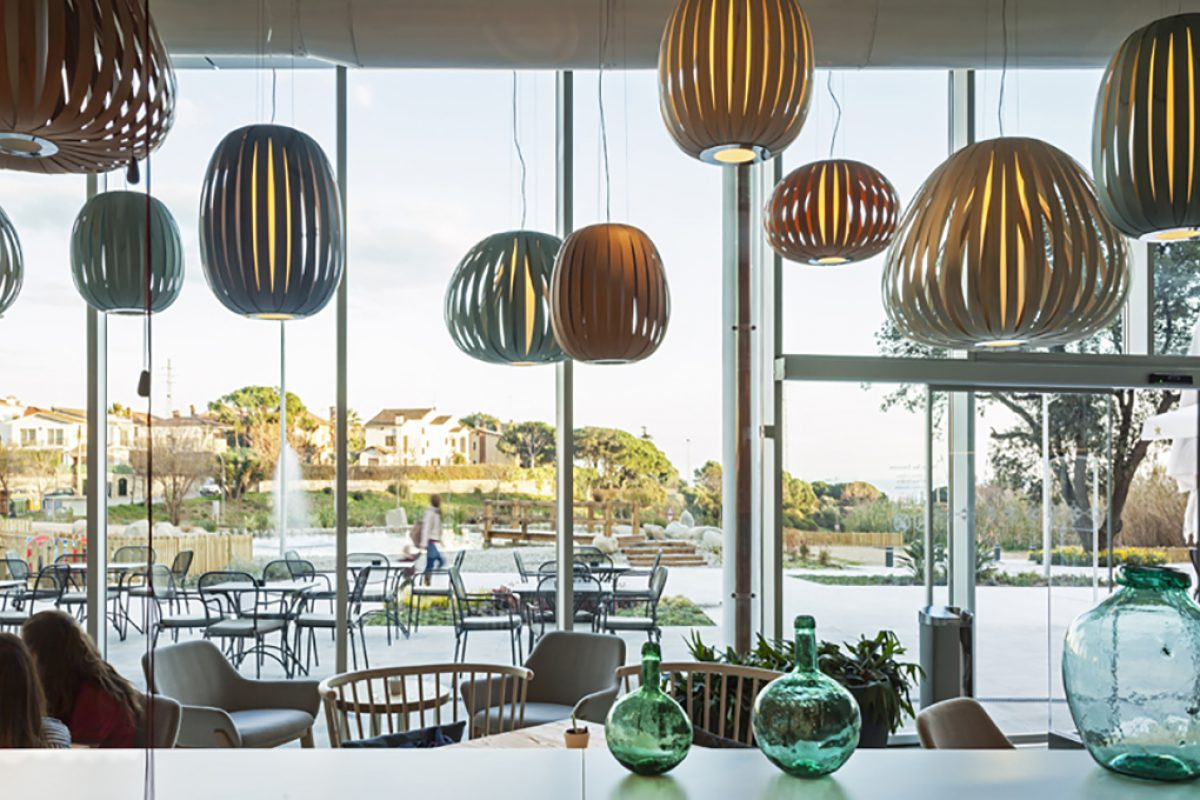 Case Studies: Pod and Poppy Pendants by LZF in Emocions Restaurant, designed by DYD Interiorismo