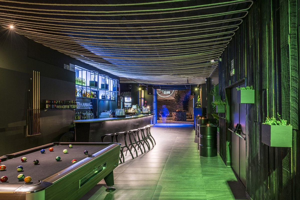 Dezain Architects designed the renewed Liquid Club in Olot (Girona), an example of reinventing, recycling and reusing