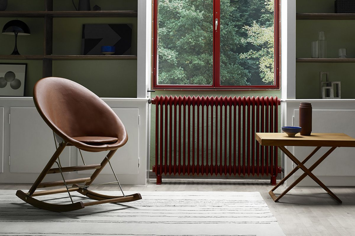 Nest Chair, the innovative and functional reinterpretation of the rocking chair by young designer Anker Bak for Carl Hansen & Son