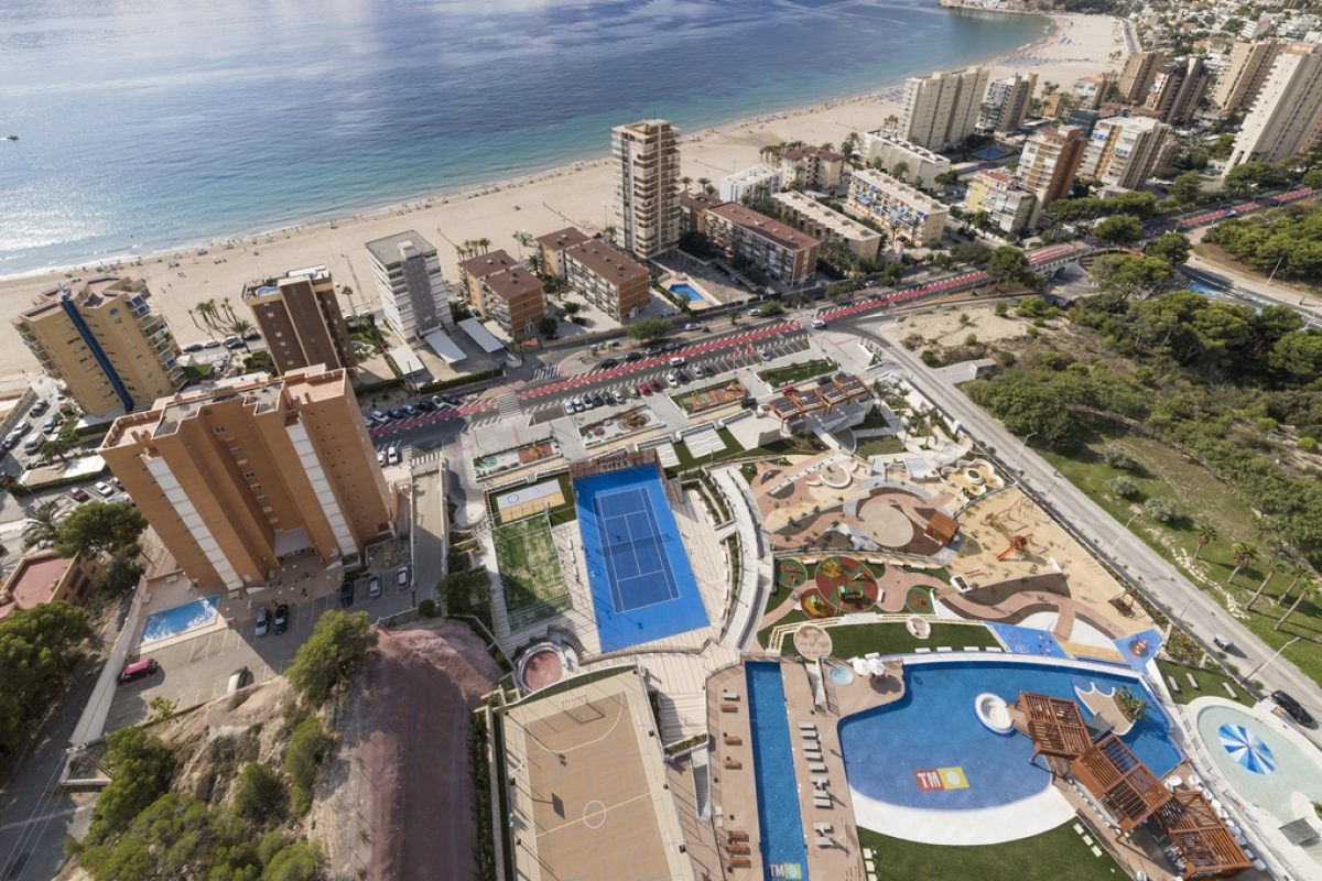 Case studies: FONTANOT presents LaFont Essencial staircase at the SUNSET DRIVE in Benidorm designed by Chamizo Architectes