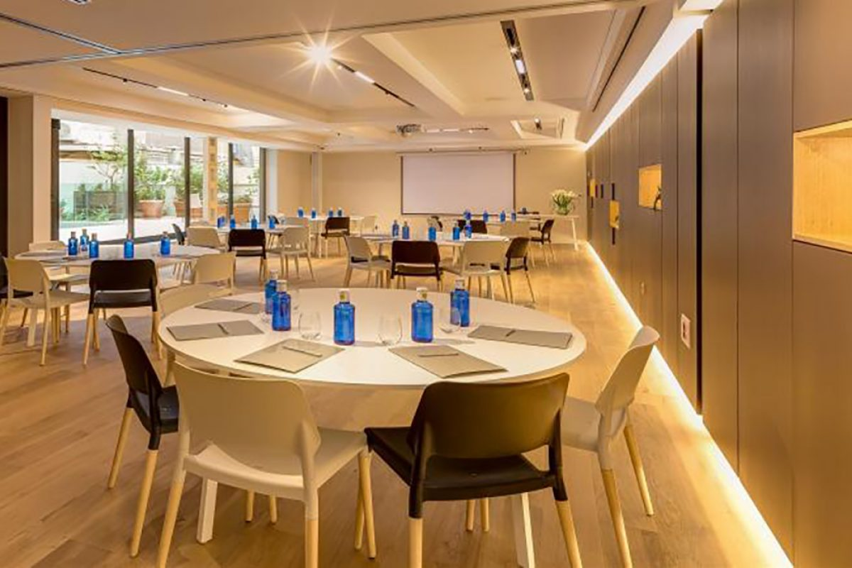 Case Studies: Fast tables, designed by Carlos Tiscar for Sellex, furnished the rooms for events at the Ohla Eixample Hotel in Barcelone