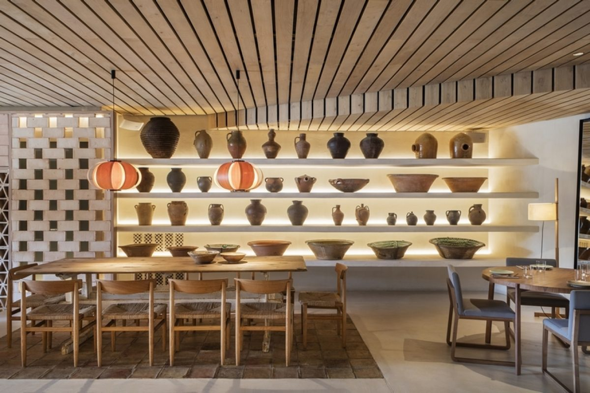 """Tarruella Trenchs designed the new restaurant """"SPOT"""" in Palma de Mallorca with inspiration from the 60s-70s"""