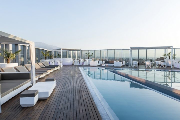Amazing contrast between the Icon Hotel avant-garde terrace furnished by VONDOM and the majesty of the Andes mountains