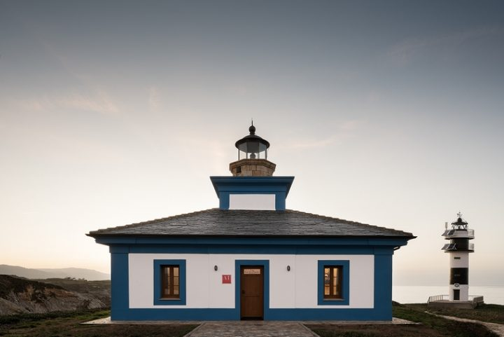 Orac Decor® collaborates with the interior design studio PF1 and decorates the Isla Pancha Lighthouse. A relaxing space inside a historic building