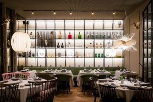 Materia Singular studio chooses LZF lamps to dress up the Alameda restaurant in Madrid. A combination of nature and urbanism
