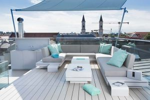 Luxury on the roof tops of Munich in the purest Ibizan style. HI-MACS® relaxation area with a panoramic view