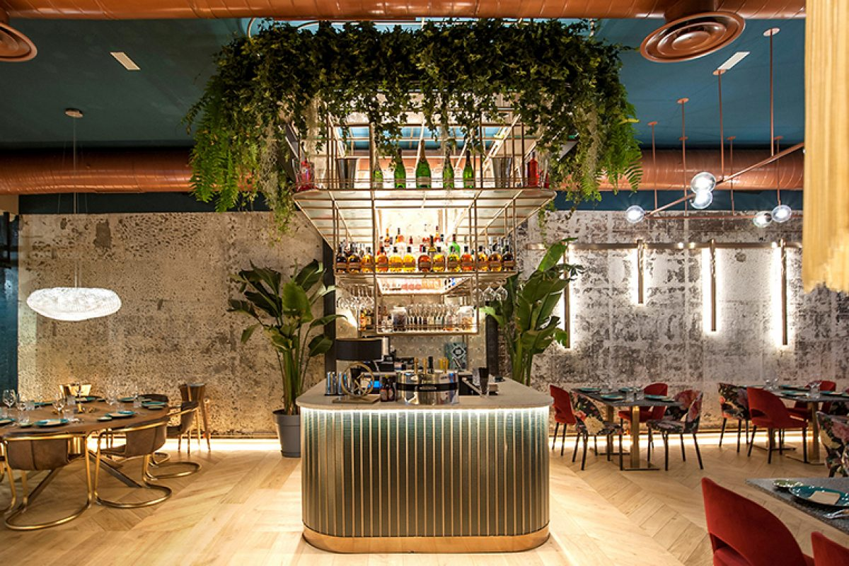 Dominican Essence at the Samaná Lounge Bar. A project by Mas Arquitectura finalist to the best designed European Restaurant