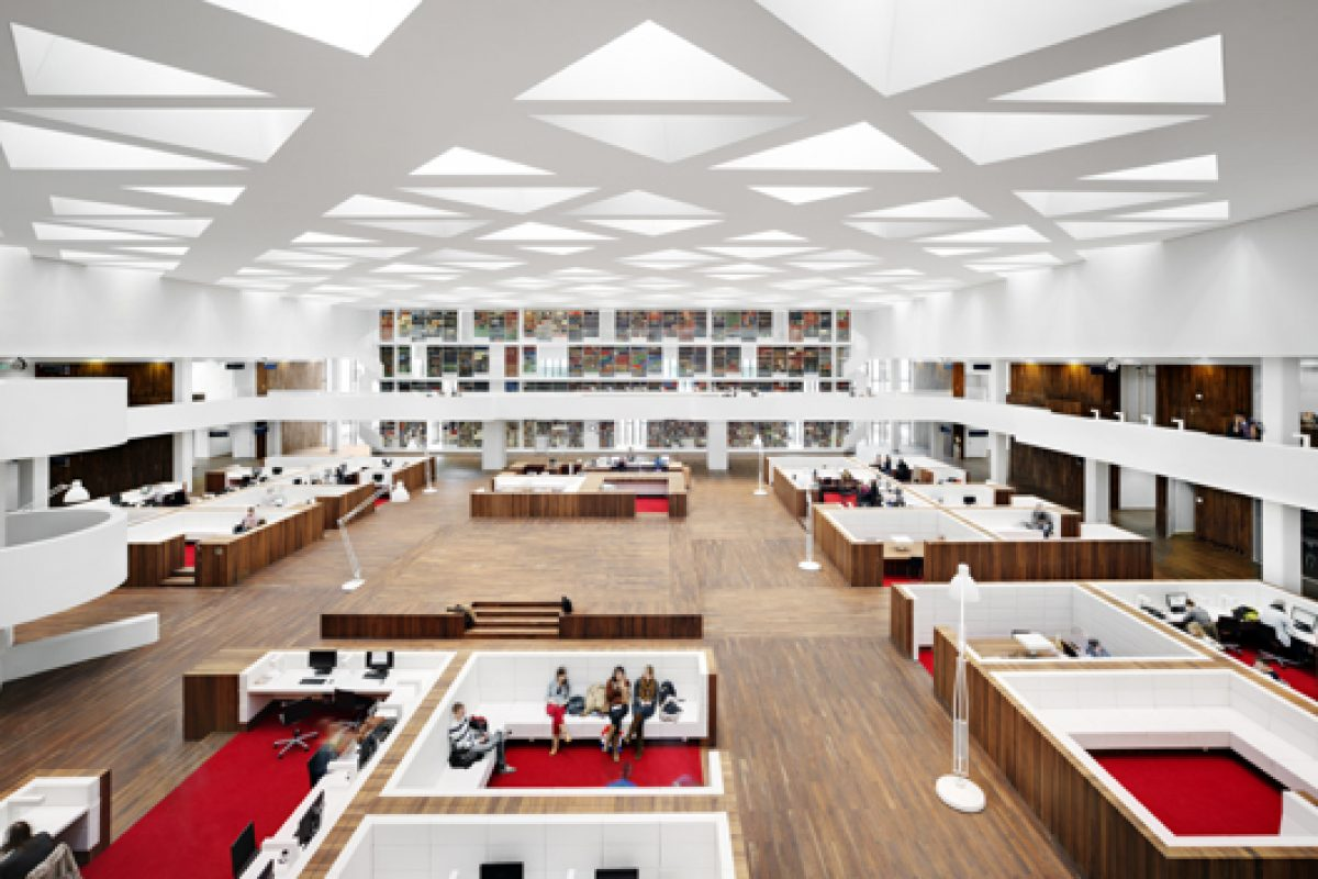 White and Walnut beauty at Rotterdam's Erasmus University Medical Training Centre