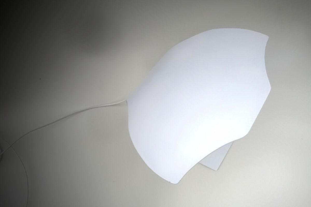 The Manta Ray fish inspires Joeri Claeys to design the table lamp Manta 2.0