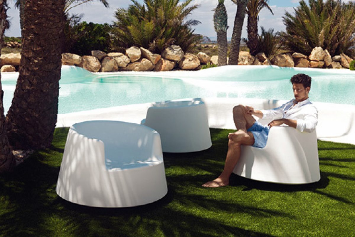 Roulette, the new chair by Vondom to swing and spin in all directions