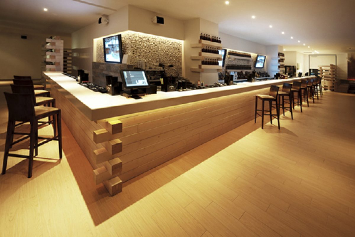 HI-MACS® brings a touch of elegance to Loft Restaurant and The Rock Club. Designed by Nuca Studio