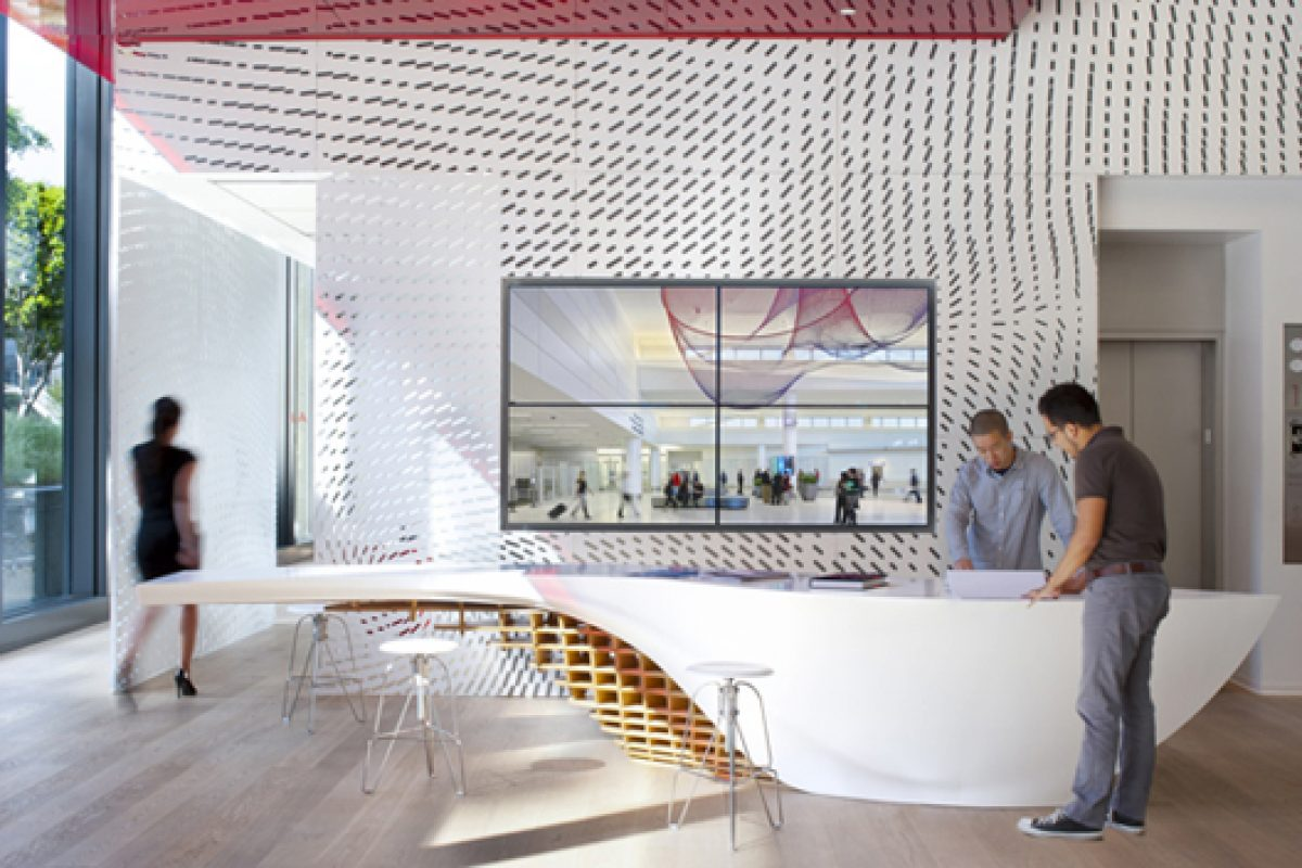 Organic SLO_GEN table made with HI-MACS® amazes visitors at Gensler offices in Los Angeles