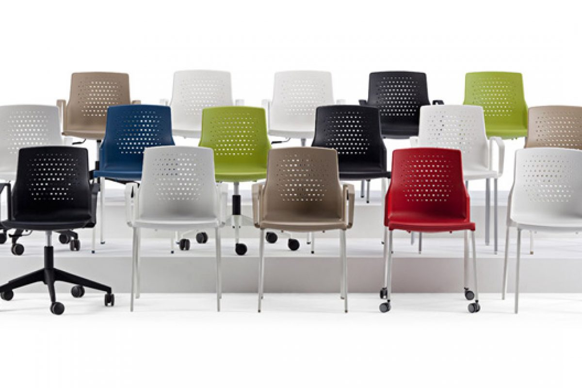 Actiu presents UKA, balance between design and functionality. A chair designed by AlegreIndustrial Studio