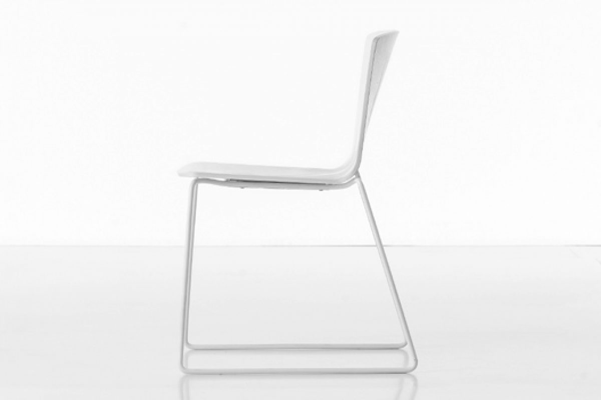 The final version of the Rama chair, designed by Ramos Bassols for Kristalia, will be presented at the Salone del Mobile