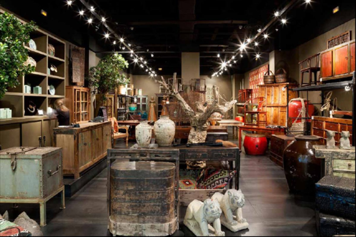 First Becara antique shop in C.C. Zielo (Pozuelo, Madrid)