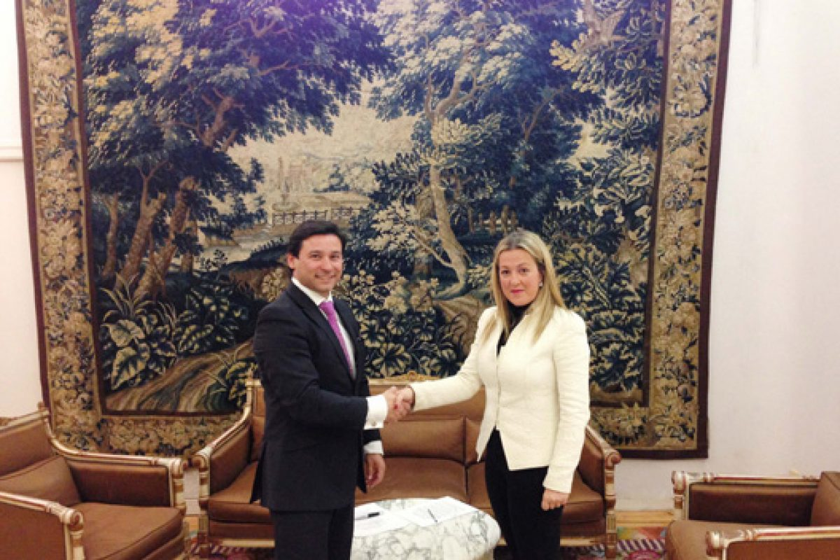 Canella Mobiliario and the Royal Tapestry Factory sign a cooperation agreement