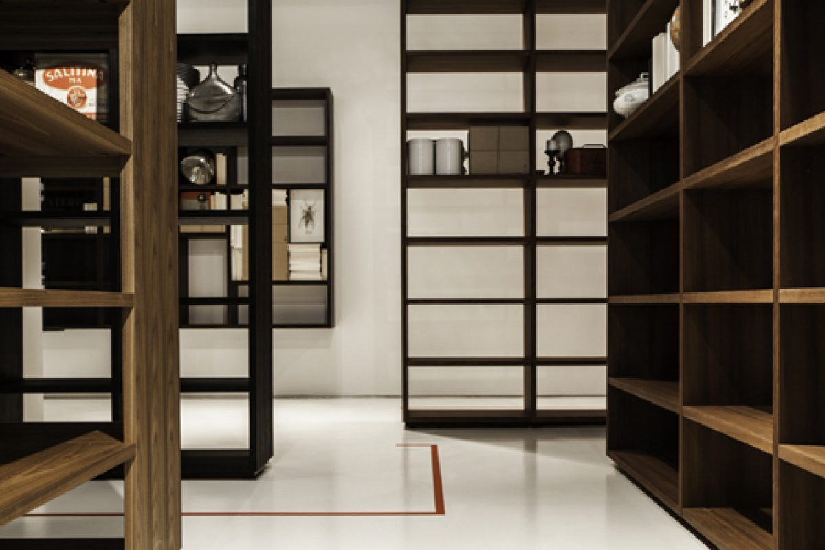 Woodenland, the wooden labyrinth designed by Piero Lissoni at Porro duriniquindici showroom during the Milan Design Week