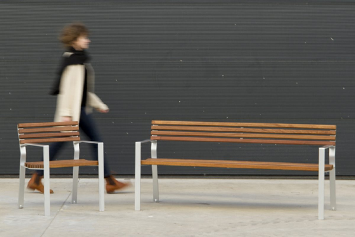 Harpo by Santa & Cole. Ergonomic, durable and easy to assemble and dismantle street furniture. Designed by Miguel and Gonzalo Milá
