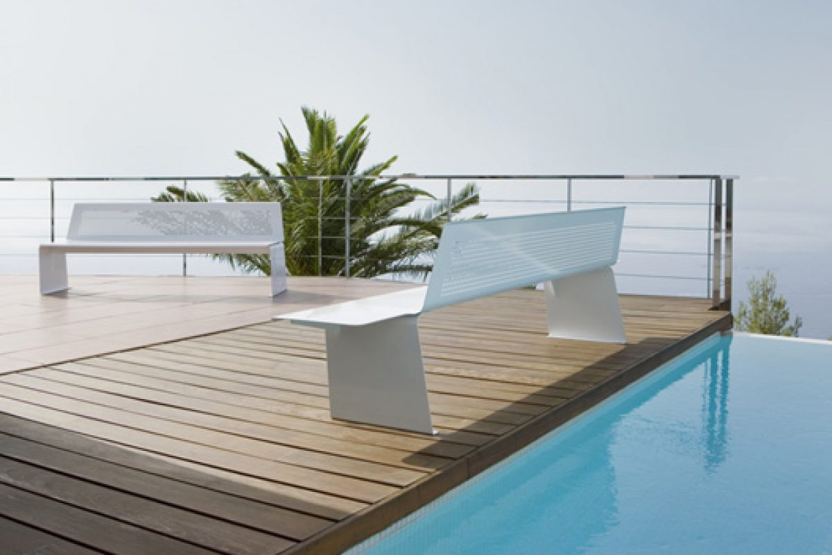 DelaOliva presents at Orgatec 2014 a metal benches collection aircraft-inspired designed by Héctor Diego