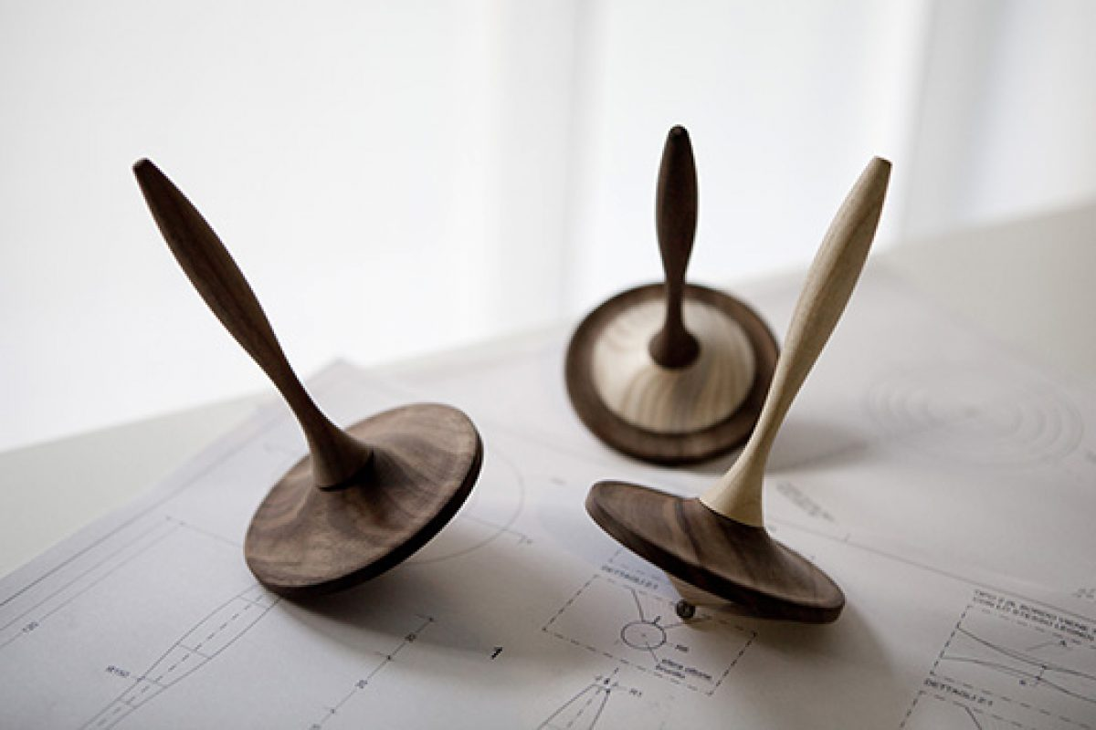Porro turns 90 in 2015 and celebrates with a special edition of spinning tops designed by Piero Lissoni