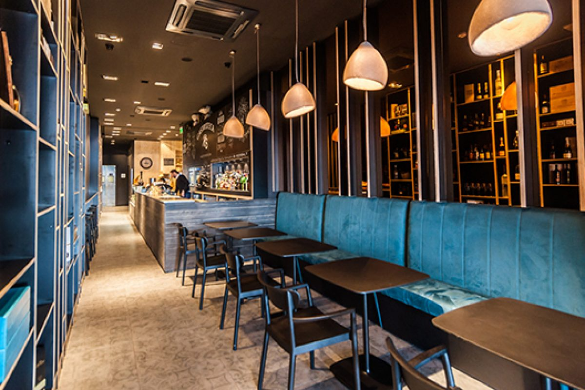 Pedrali furnishes the Rocksalt Bistro & Winebar in Malta, designed by Studio Daaa Haus
