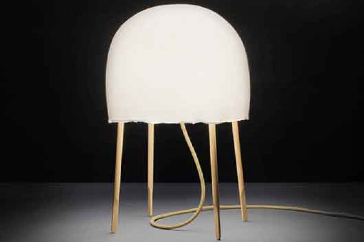 Seen in iSaloni 2015: Nendo designs Kurage for Foscarini, a table lamp inspired by the jellyfish