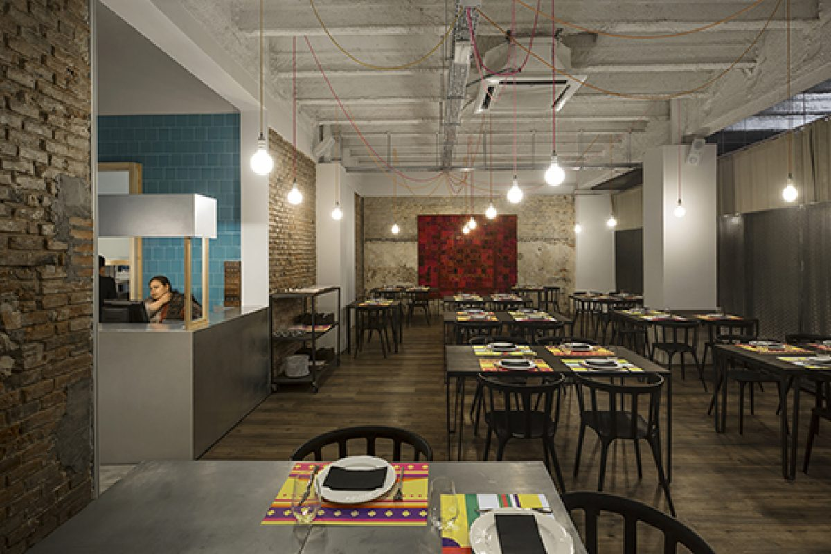 Isabel López Vilalta is inspired by the folk-style India to remodel the Tandoor Restaurant in Barcelona