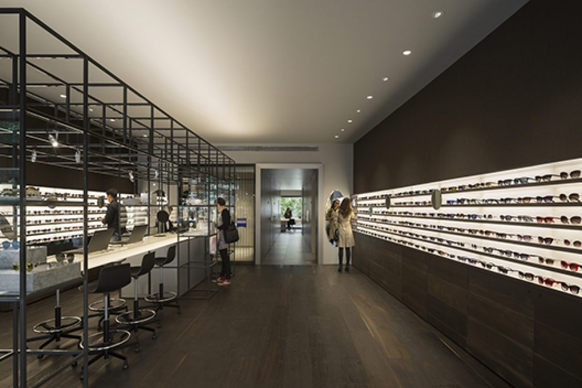 Isabel López Vilalta designs the optical store of Ulloa in Madrid, an innovative and elegant proposal