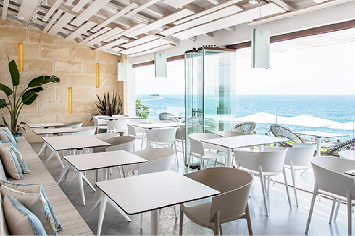 The Mediterranean and lightness distinguish Euforia Tapas Restaurant in Mallorca, furnished by Vondom